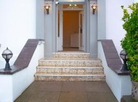 Carmel House, guest house in Llandudno