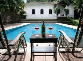 Villa Istoria by Vista Rooms, hotel with pools in Old Goa