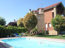 Preciosa casa independiente con piscina cubierta y gran jardín privados, hotel in Haro