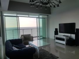 Bay Resort Condominium, 7, Beach-front Sea view, 6-8 PAX, apartment in Miri