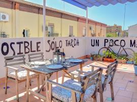 Atico con increible Terraza, hotel in Seville