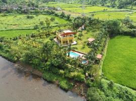 Rustic Mystic Farm, hotel with pools in Thane