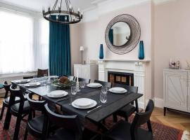 Grand & gorgeous, 5BR Family Home in Leafy SW London, holiday home in London