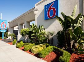 Motel 6-Costa Mesa, CA - Newport Beach, hotel near John Wayne Airport - SNA,