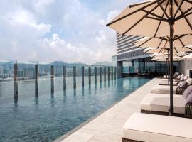 Hyatt Centric Victoria Harbour, отель в Гонконге