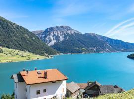 Naglerhof, Ferienwohnung in Graun im Vinschgau