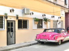 Casa Jorge y Claudia HABANA VIEJA, B&B in Havana