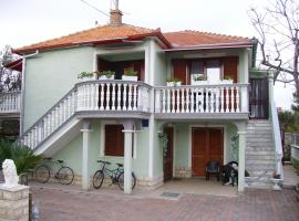 Apartment Mare, budget hotel in Pakoštane