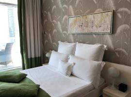 Stunning Dubai Marina Apartment, budget hotel in Dubai