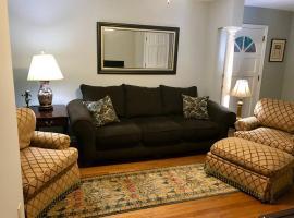 Quaint Condo Near Downtown, apartment in Raleigh