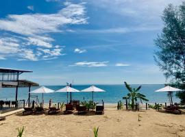 Naroth Beach Bungalow, resort in Koh Rong Island