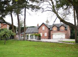 Woodleighton Cottages, hotel near Uttoxeter Racecourse, Uttoxeter