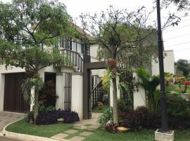 Luxurious Modern Villa at Vimala Hills, villa in Bogor