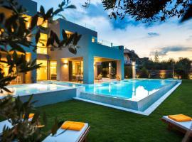 Sissy Luxury Villa Chania, hotel with pools in Plataniás