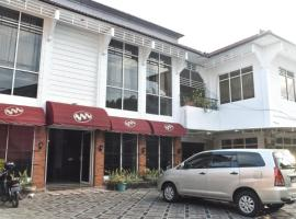 RedDoorz near Kampung Warna Warni, hotel near Abdul Rachman Saleh Airport - MLG, Malang