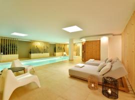 Aqua Villa, hotel with pools in Athens