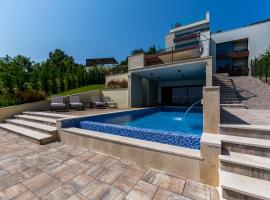 Villa AltaVista - Seaview & Relax with Private MiniGolf & Heated Pool, hotel with jacuzzis in Opatija