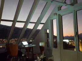 Glass roof private loft in Tromsø, leilighet i Tromsø