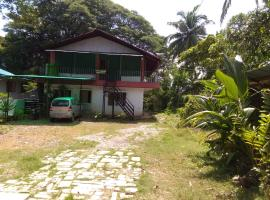 The Leisure Home Stay, family hotel in Shādipur