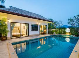 Secluded Family Pool villa, hotel in Hua Hin