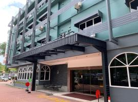 Hotel Waterfall, hotel near Gurney Plaza, George Town