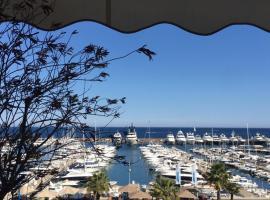 Appartement de standing face à la mer avec vue exceptionnelle sur les îles de Lerins, hotel in Mandelieu-la-Napoule