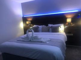 Duplex Serviced Apartment Near L& D Hosptail and M1 J11, apartment in Luton