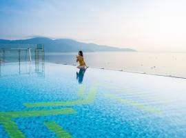 Maximilan Danang Beach Hotel, khách sạn có bồn jacuzzi ở Đà Nẵng