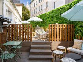 Le Village Montmartre by Hiphophostels, hotel in Paris