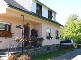 Eifel Lodge, pet-friendly hotel in Butgenbach