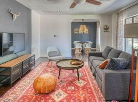 Stylish 3BR Home in Phoenix by WanderJaunt, B&B in Phoenix