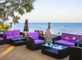 MERIT Cyprus Gardens Seafront Resort & Beach & Casino, מלון בTrikomo