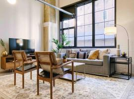 Modern Downtown Loft on Gay St, apartment in Knoxville