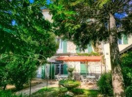 Au Saint Roch - Hôtel et Jardin, hotel near Papal Palace, Avignon