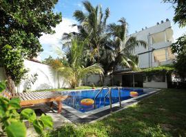 Crystal Oceanic, hotel in Ahangama