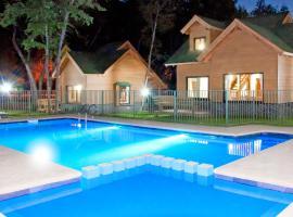 Cabanas y Lodge Los Hualles, hotel en Las Trancas