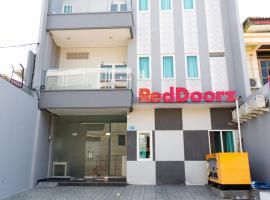 RedDoorz Near Gajah Mada Street Semarang, guest house in Semarang