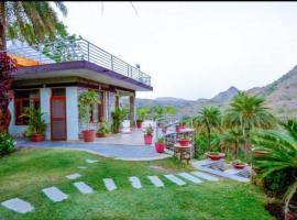 Richi Valley Villa A Hill View Nature Stay, spa hotel in Mount Ābu