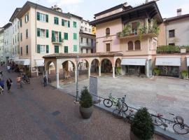 Casa Piazza Erbe, apartment in Riva del Garda