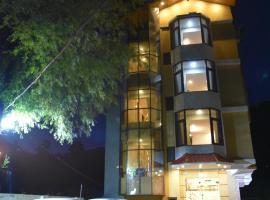 Hotel Ambika Residency, hotel in Manāli