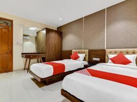 OYO 37671 Sudarshan Palace, hotel in Latur