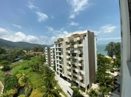 By The Sea @ Cozy Beachfront Home, apartment in Batu Ferringhi