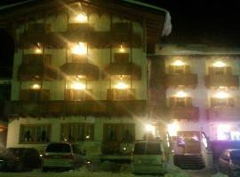 Hotel Sole, отель в Пассо-дель-Тонале