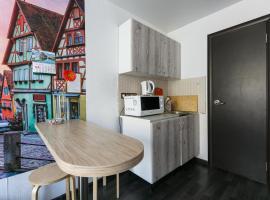 Welcome Apartment, уютные апартаменты-студия, 20м до метро, hotel in Novosibirsk