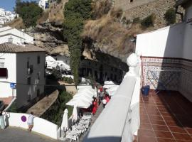 HOLIDAY -SIERRAVENTUR, hotel en Setenil de las Bodegas