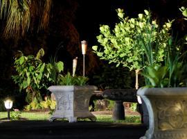 Hilltop Legacy Vacation Rental, villa in Hilo