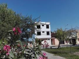 BONITA HABITACION FRENTE A MUCHAS FLOReS, apartment in Chiclayo