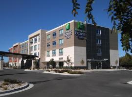 Holiday Inn Express & Suites Boise Airport, hôtel à Boise