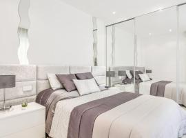 Charming Renovated 1BR Apartment In Heart Of Monaco, hotel in Monte Carlo