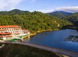 Хотелски комплекс Кремен, хотел в Кирково